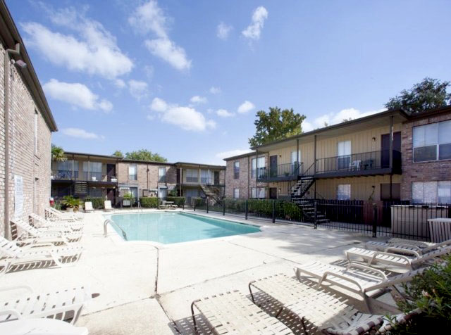 Springbranch apartments with pool